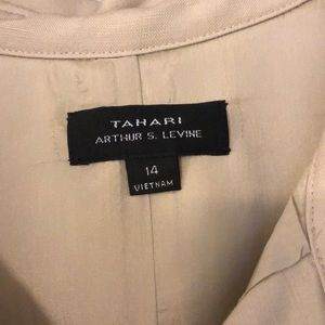 Tahari Dresses - This dress is priced to sell!